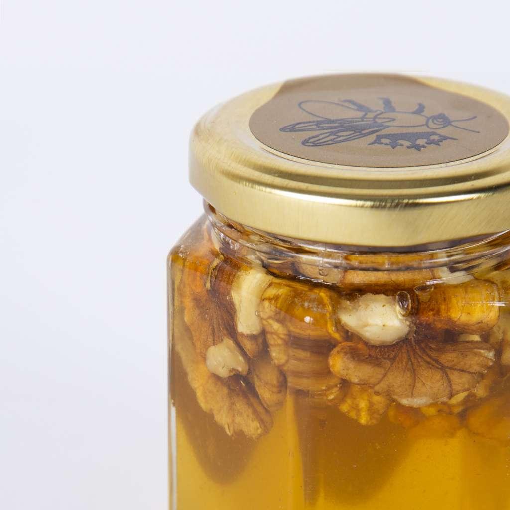 Мед с орехи/стъклен буркан 230 гр.